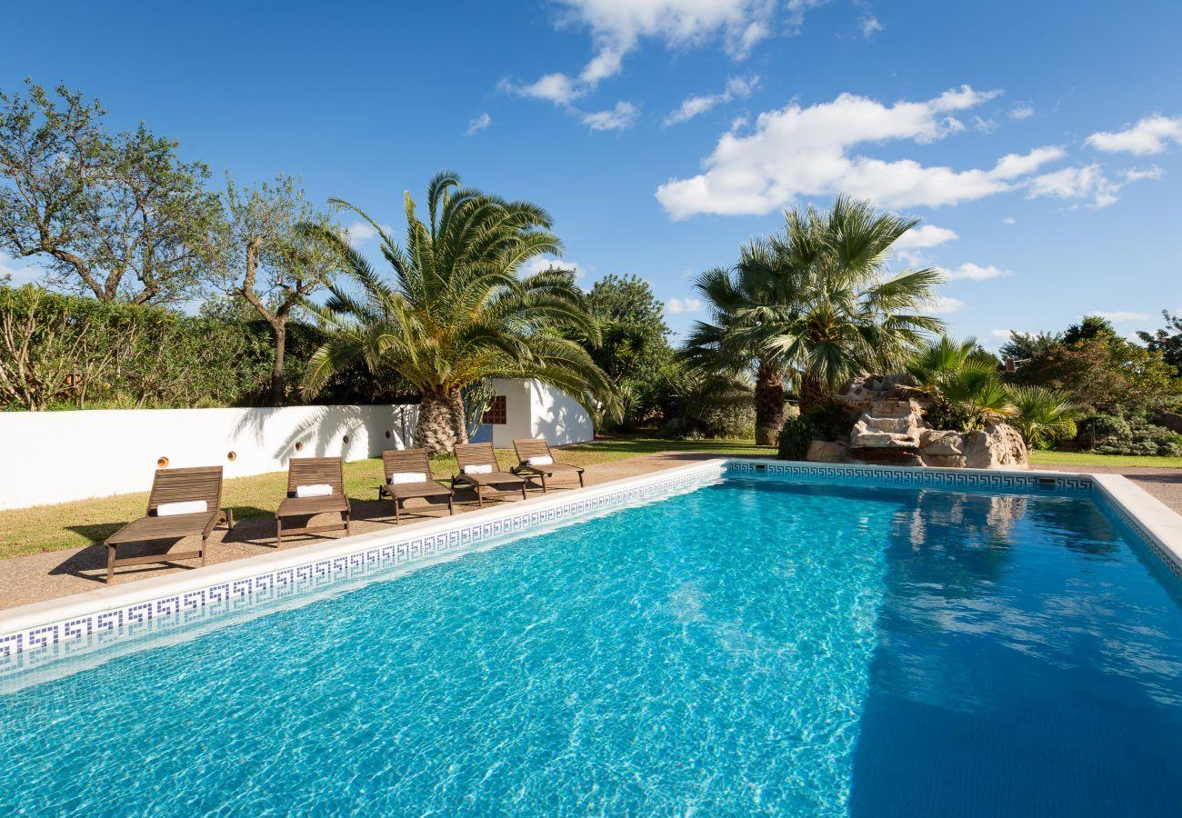 Ansichten von der Villa Canseres auf Ibiza