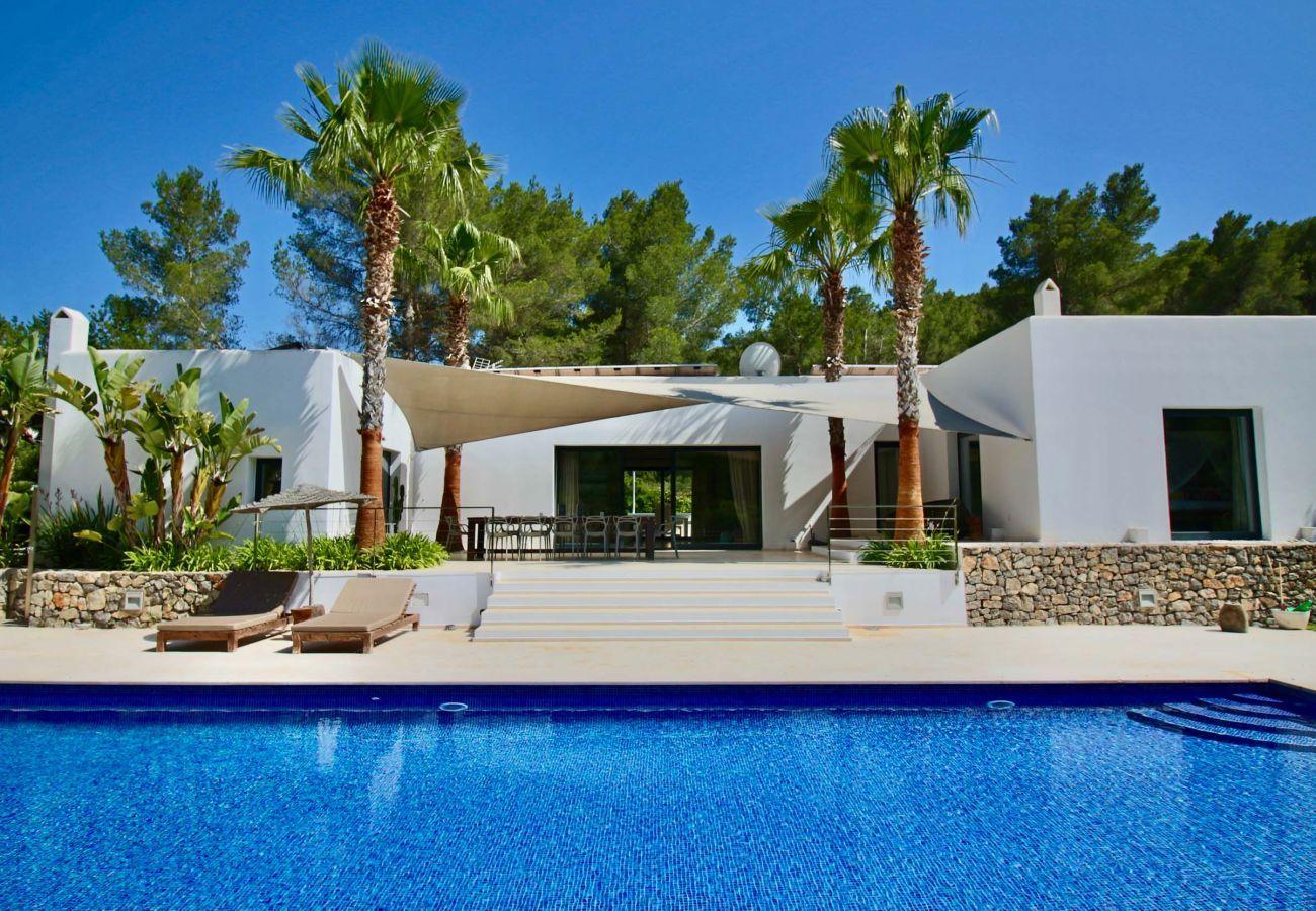 Blick auf die Touristenunterkunft Can Moon in San José, Ibiza