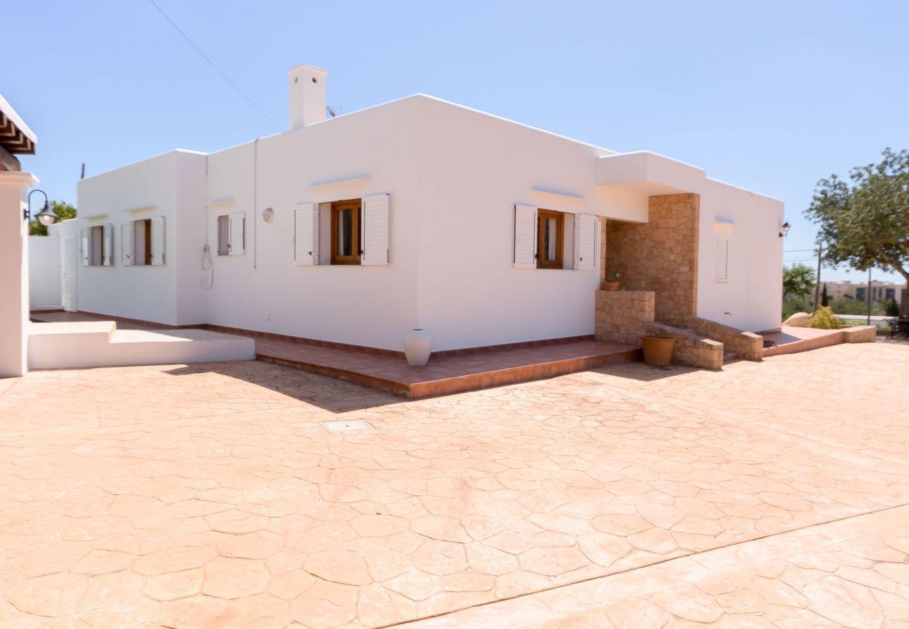 Ferienhaus in Santa Eulària des Riu - CASA BLAI