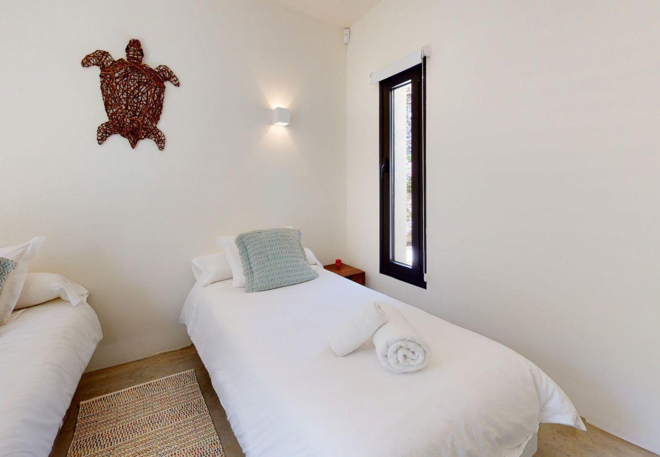 Villa in Santa Eulària des Riu - VILLA HIGUERAS